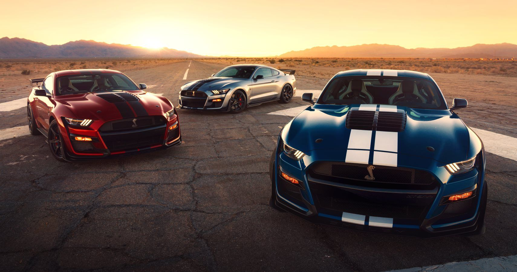 new ford shelby mustang gt500 can reach top speed of 180 mph. Black Bedroom Furniture Sets. Home Design Ideas