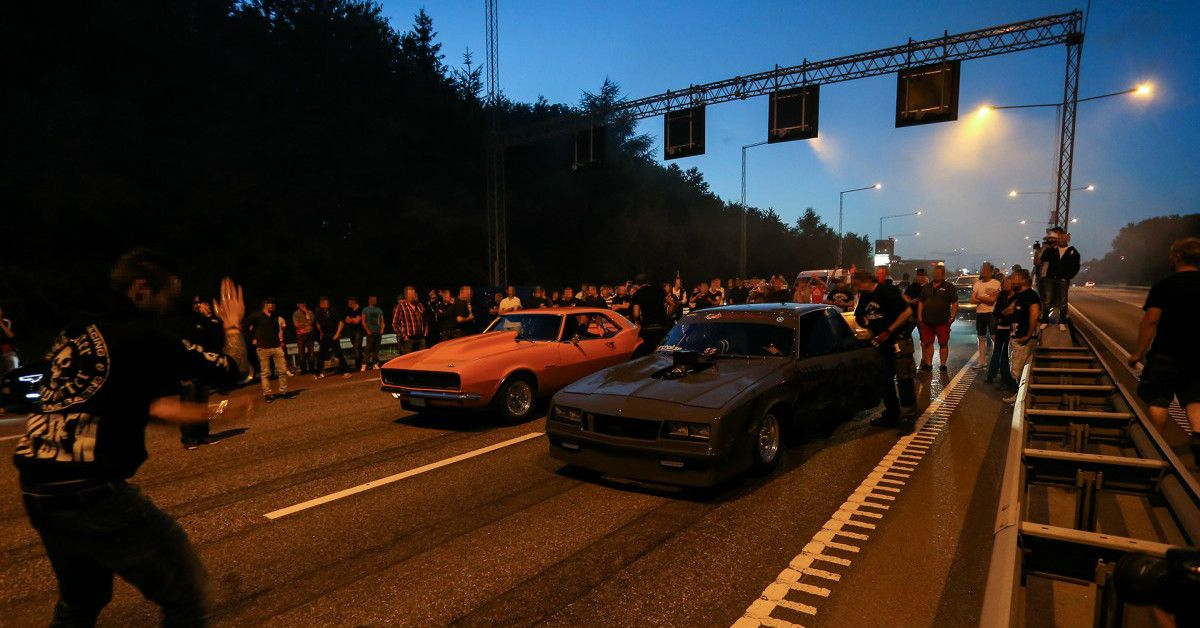 15 Pictures Of Illegal Street Racing From Around The World