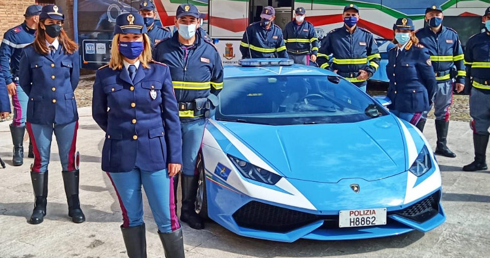 Watch This Lamborghini Huracan Police Car Deliver A Kidney For Emergency Transplant