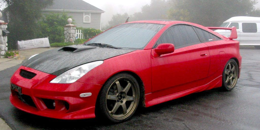 10 Flashiest '90s Cars That Are Actually Incredibly Slow