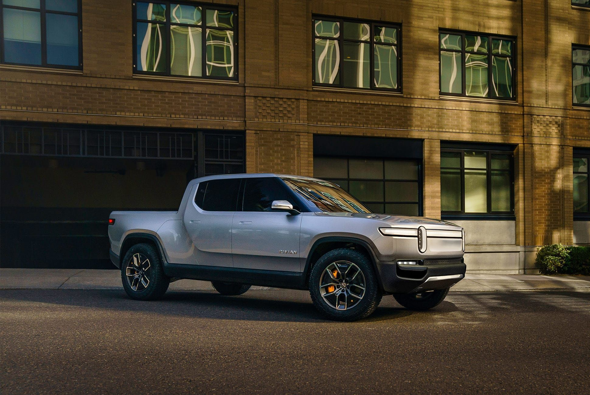 Why We're Looking Forward To The Rivian R1T (Why The Hummer EV Might Be Better)