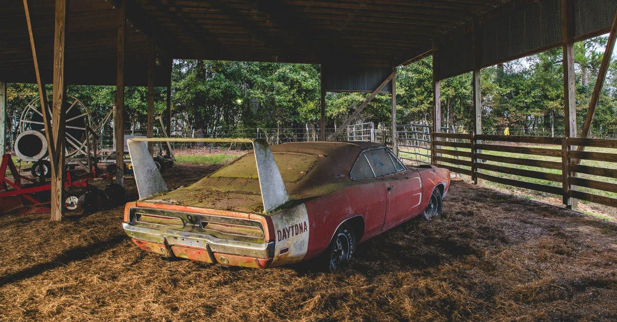 These Are The 10 Sickest Barn Finds Of All Time | HotCars